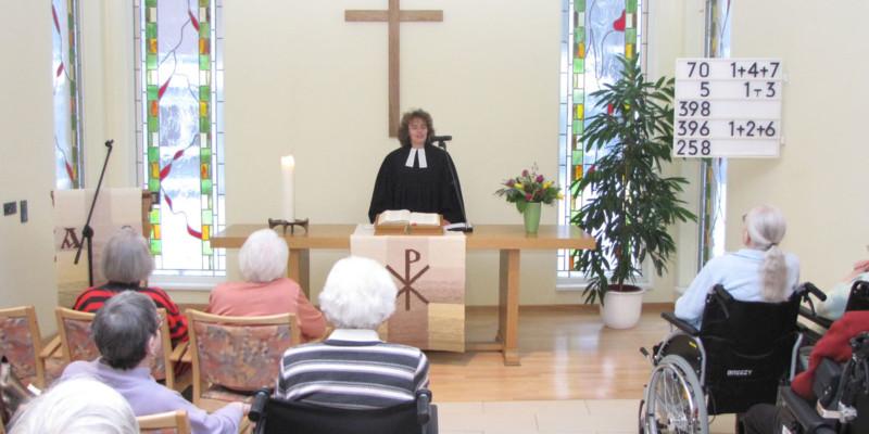 Gottesdienst im Andachtsraum im Evangelischen Stift zu Wüsten